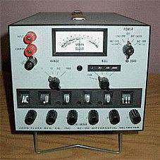 FLUKE 883AB VOLTMETER, DIFF., 0-1100 V AC/DC, .005 DC ACC.