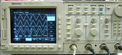 TEKTRONIX TDS540 OSCILLOSCOPE, DIGITIZING, 500 MHZ, 4 CH., 1GS/S